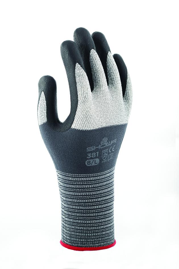 Le gant 381 de Showa présente une forme ergonomique unique qui épouse la courbe naturelle de la main. © Showa