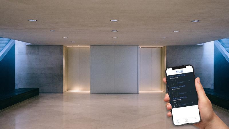 Le système Welcomr adapte du contrôle d'accès par badge virtuel aux ascenseurs. © Kazeko