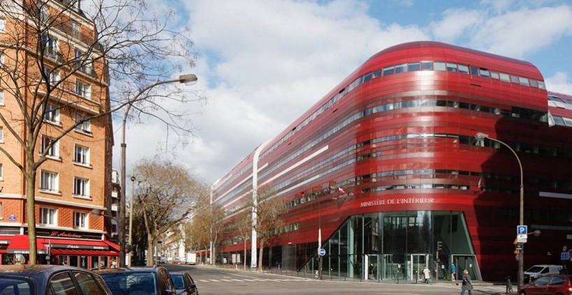 Grâce au droit souple, l'immeuble le Garance concilie les inconciliables: un atelier ICPE de la RATP, une crèche, une école et des bureaux. © Cabinet Métra et Associés