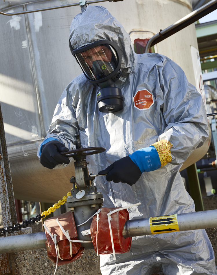 Les gants en néoprène résistent à de nombreux produits chimiques. © Dupont