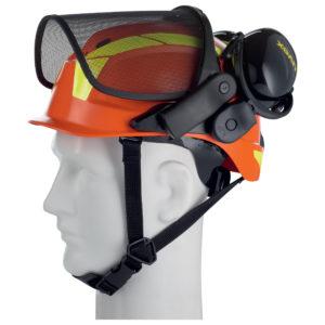 Ce casque est surmonté d'une visière grillagée