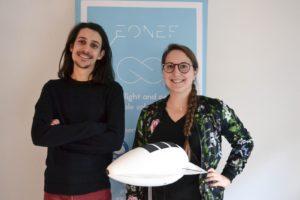 Les créateurs d'Eonef avec la maquette du ballon