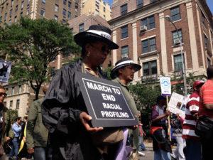 Manifestation d'Afro-américains et de Latinos contre la police prédictive.
