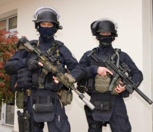 Deux gendarmes du GIGN
