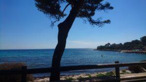 Vue de la mer à la station balnéaire de Carry-le-Roue, située près de Marseille.