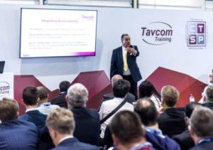 Une assemblée assiste à un programme de formation chez Tavcom Training.