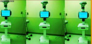 Un robot sur roulettes avec un écran.