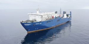 nitialement-le-navire-usine-d-ofw-ships-desalinise-l-eau-de-mer-puisee-a-300-m-de-fond
