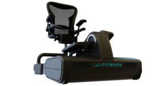 le-fauteuil-comprend-une-chaise-pivotante-un-tapis-roulant-et-des-pedales