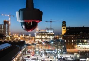 axis-communications-a-fourni-a-la-gare-routiere-de-madrid-une-dizaine-de-cameras-qui-embarquent-des-algorithmes-de-reconnaissance-faciale.