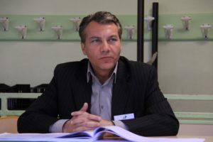 arnaud-rogiez-le-chesnay-rocquencourt-les partenariats-se-renforcent-sous-forme-de-laboratoires-pour-mener-des-tests.