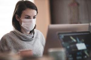 il-faut-changer-les masques-toutes-les-quatre-heures-et-jeter-les-masques-reutilisables-apres-un-certain-nombre-de-lavages.