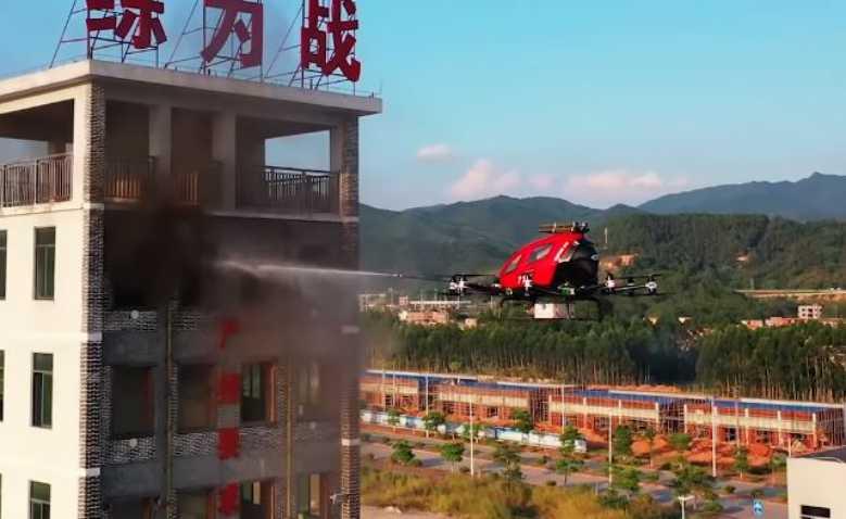 equipe-de-lance-à-incendie-le-drone-atteint-les-etages-les-plus-eleves-d-un-batiment