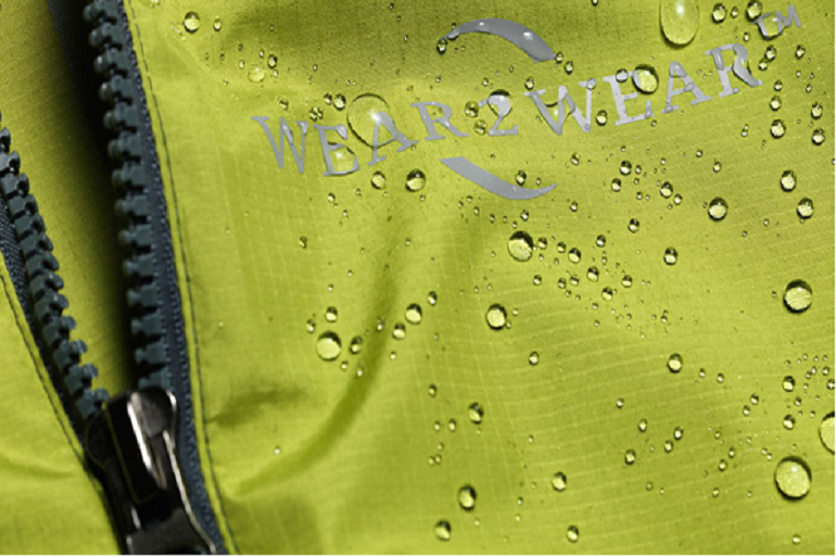 Cette-veste-a-pour-particularite-d-etre-entierement-recyclee-et-recyclable