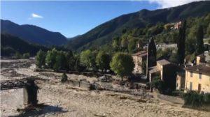 vue-d-helicoptere-de-la-vesubie-en-crue-devastant-le-village-de-la-roquebillere