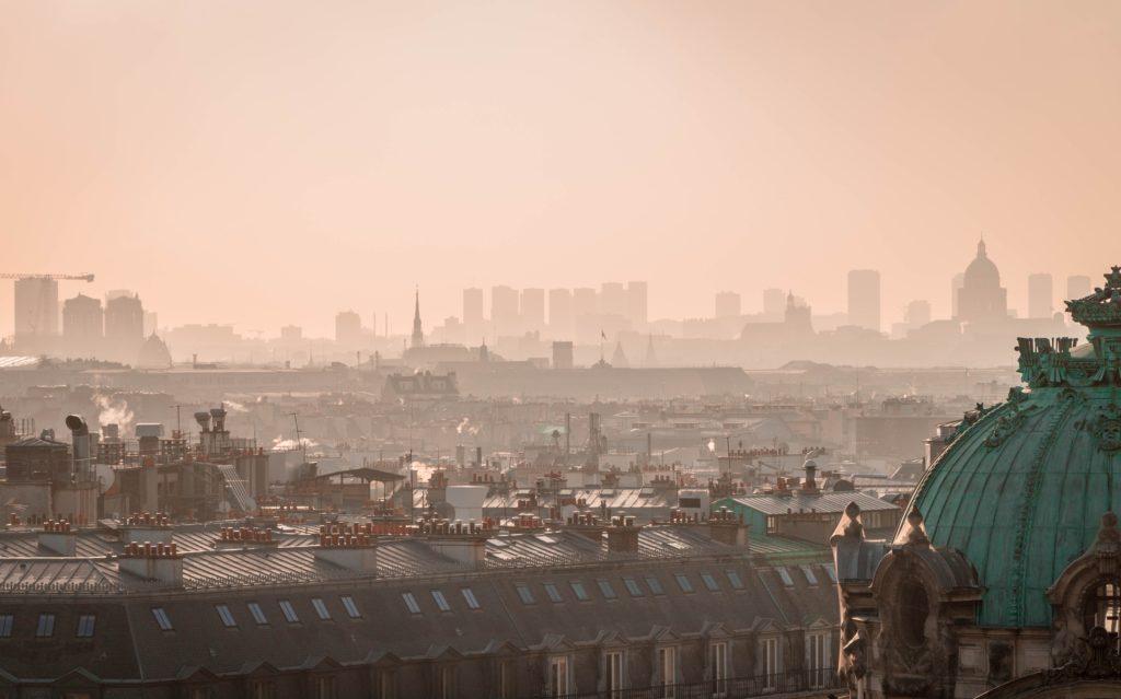 vue-de-paris-du-haut-du-sacre-coeur-un-jour-de-pic-de-pollution