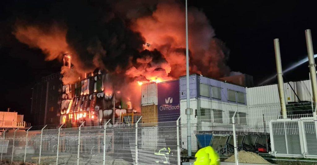 le-data-center-SBG2-e-prise-avec-les-flammes