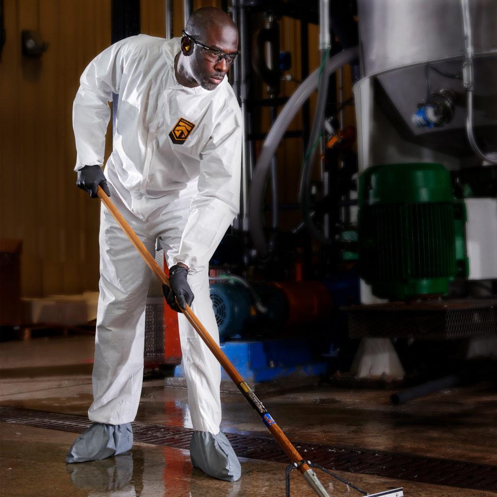 la-combinaison-protege-contre-les-particules-les-liquides-dangereux-et-les-produits-chimiques