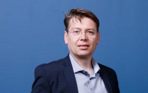 carl-hernandez-cofondateur-de-l-entreprise-avant-de-cliquer-responsable-des-ventes.