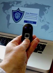 la-cle-biometrique-keopass-genere-des-mots-de-passe-complexes-a-partir-des-empreintes-digitales-de-l-utilisateur.