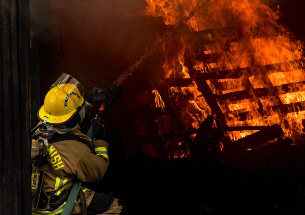 jusqu-ici-la-reglementation-incendie-a-ete-abordee-d-une-part-autour-de-l-usage-des-batiments-et-d-autre-part-autour-du-code-du-travail-du-code-de-l-environnement-et-du-cch
