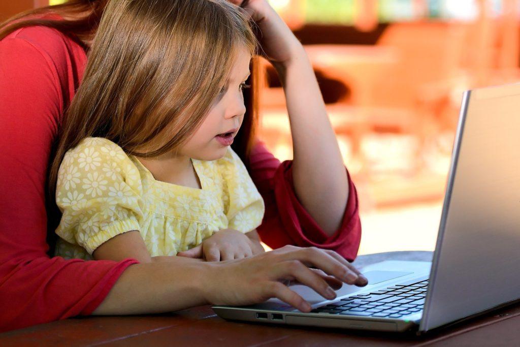 les-entreprises-s-engagent-a-une-equite-de-traitement-des-salaries-parents