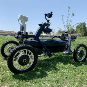 ce-robot-autonome-est-dote-d-equipements-sonores-et-lumineux-pour-daire-fuir-les-intrus